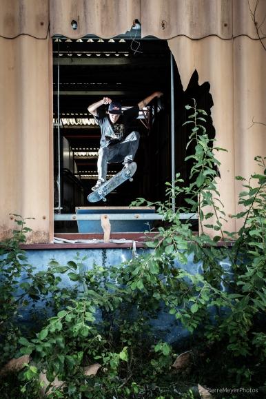 Greg 180 front à la fenêtre!
